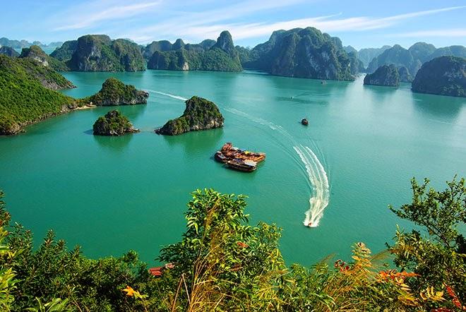 adventure-journal-most-beautiful-places-ha-long-bay-vietnam